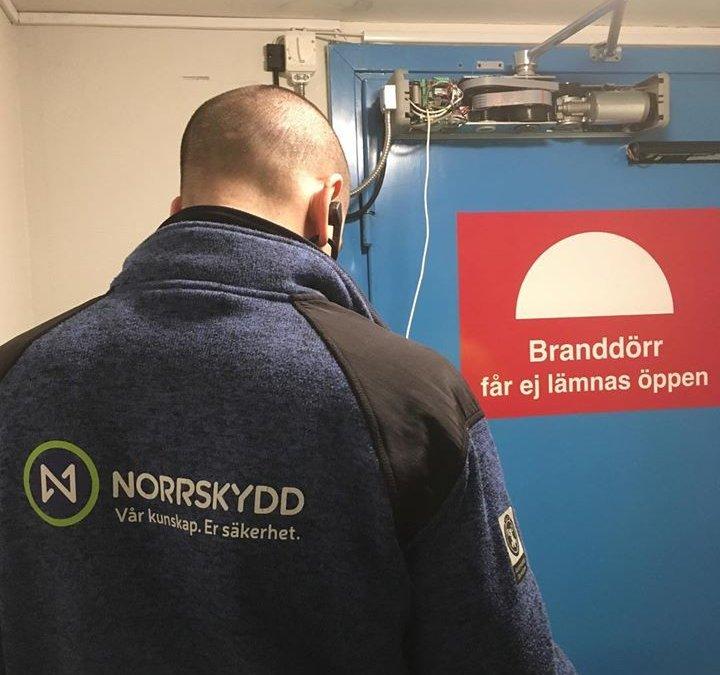 Installation av dörrautomatik med sensorlist till …